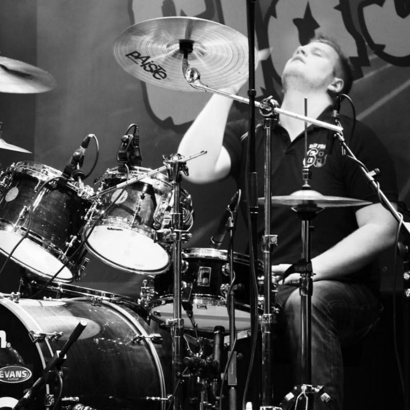 Dominiek Van Duysen - drums